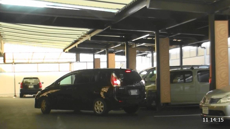 ホテル内駐車場に駐車している対象者車輌