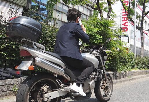依頼者から連絡があるとバイクで調査現場に向かい即日で対応する探偵
