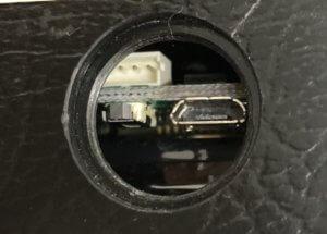 「Gpsnext」旧型のGPS端末の充電口と起動ボタン