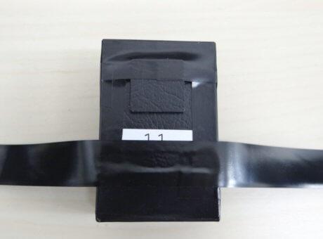 「GPSnext」の電源ランプ部をテープで覆う。