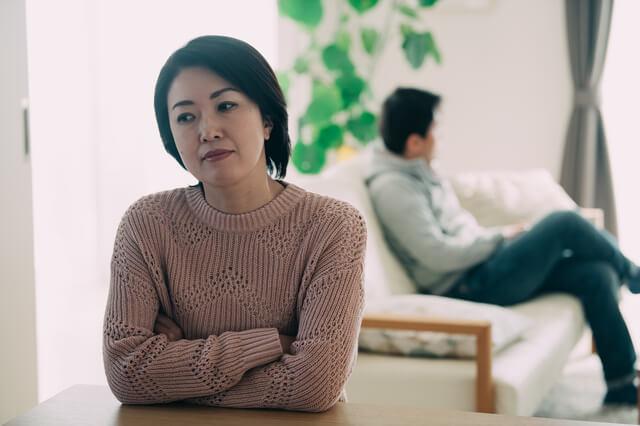 離婚したくないと悩む女性