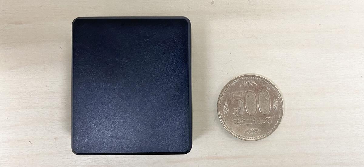 浮気調査GPS購入できるキャンペーンのGPSと500円玉の比較画像
