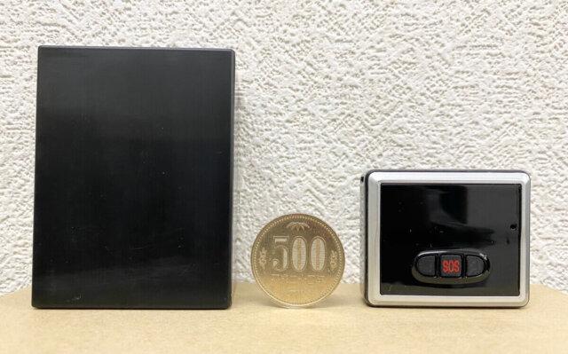 MapStation/G探偵専用バッテリーと小型PSと500円玉のサイズ比較